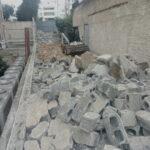 Καθαίρεση τοιχοποιίας και απομάκρυνση μπαζών.